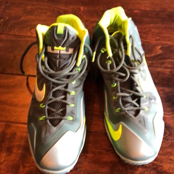 timeless design 72617 52396 Gently worn Nike Lebron James shoes